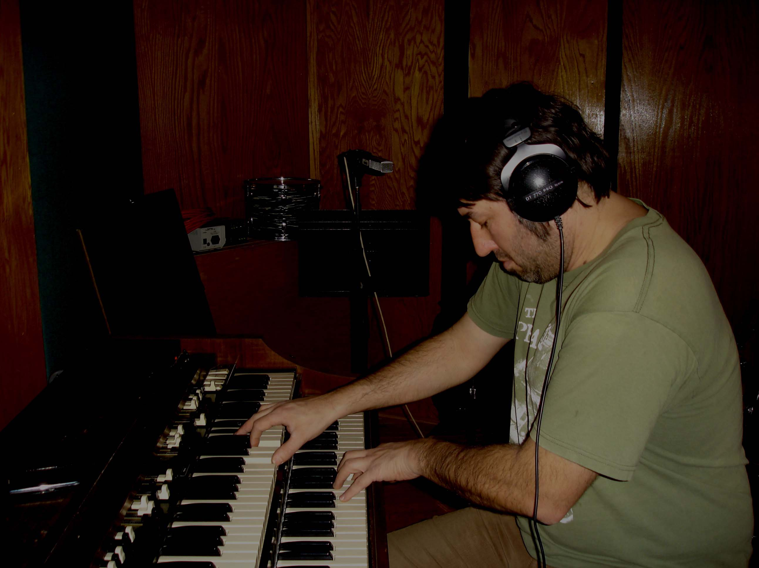 Dave Lieb: Wurlitzer, Hammond B3 and Piano